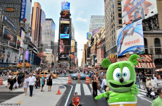 new york city ny nyc gummy bear gummibar gummy bear song im a gummy bear around the world with gummibar