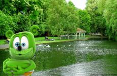 st stephen's green ireland irish tourism travel blog traveling gummy bear gummybear i am a gummy bear song youtube youtuber animated kids childrens cartoon web series show