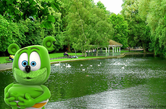 st stephen's green ireland irish tourism travel blog traveling gummy bear gummybear i am a gummy bear song youtube youtuber animated kids childrens cartoon web series show