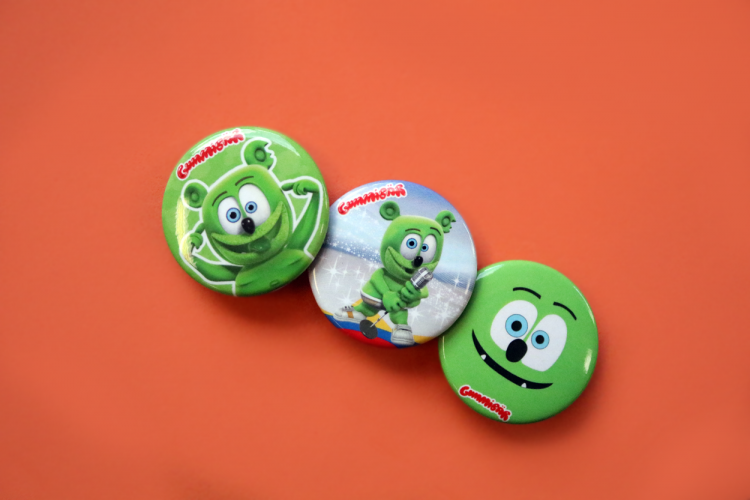 flash friday freebie button set gummibar the gummy bear song