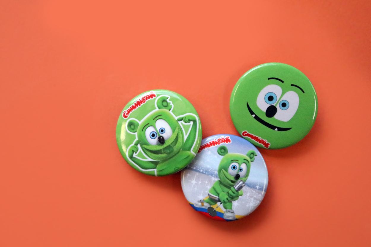 flash friday freebie gummibar button set