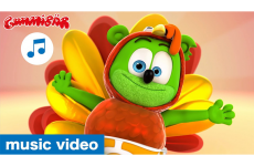 Thanksgiving Turkey Dance - Gummibär - The Gummy Bear Music Video - Chicken Dance